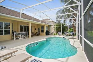 A Scenic 4 Bedroom Pool Home with Golf Course Views - Ridgewood Lakes