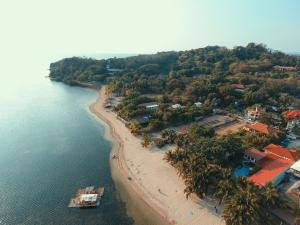 Bella Beach Resort Batangas, Resorts  Lian - big - 12