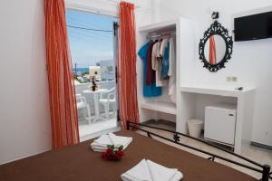 Join Us Low Cost Rooms(Kamari)