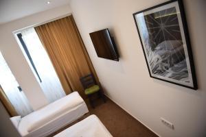Tesla Bar&Rooms - фото 5