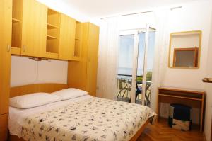 Capt.Krzanic, Apartments  Podgora - big - 7