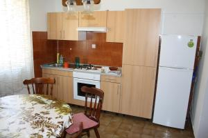 Capt.Krzanic, Apartments  Podgora - big - 9