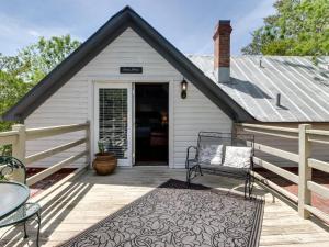 Wine Country Farmhouse: Chenin Blanc