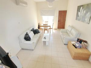Varosia Gardens 3, Holiday homes  Paralimni - big - 4