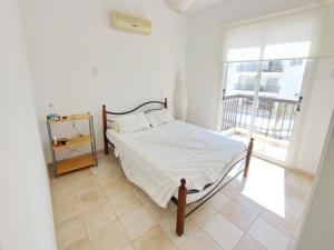 Varosia Gardens 3, Holiday homes  Paralimni - big - 9