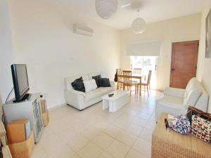 Varosia Gardens 3, Holiday homes  Paralimni - big - 11