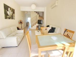 Varosia Gardens 3, Holiday homes  Paralimni - big - 16