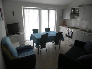 Apartment Stella Alpina, Apartmanok  Lovrečica - big - 12