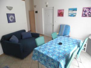 Apartment Stella Alpina, Apartments  Lovrečica - big - 9