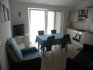 Apartment Stella Alpina, Apartments  Lovrečica - big - 5