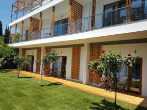 Kiara Apartments, Apartments  St. St. Constantine and Helena - big - 38
