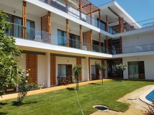 Del Sol Apartments