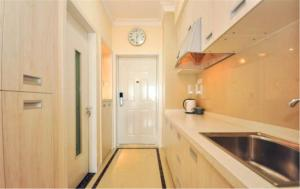 Ruicao Seaview Apartment Ocean Harbour Plaza, Appartamenti  Qinhuangdao - big - 7