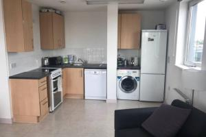 Central London Contemporary Large Double Room 1BR 60m2