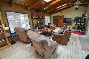 Lady Marmalade's River Cottage - Five Bedroom, Case vacanze  Ruidoso - big - 2