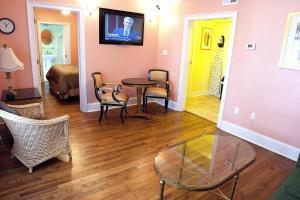 DBVP - South Garden Suite Accessible - One bedroom