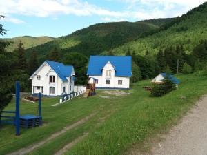 Cabanele Albastre