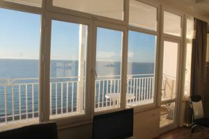 J.R Apartment in the sea, Apartmány  Batumi - big - 31