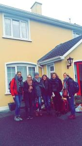 Ashe's B&B, Bed and Breakfasts  Dingle - big - 41