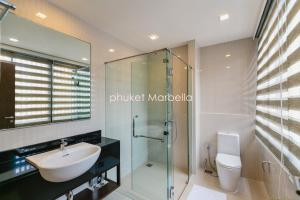 Sunflower Villa by Phuket Marbella, Villas  Bang Tao Beach - big - 4