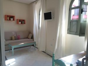 ALMIRANTE BONIFAZ 3, Apartments  Seville - big - 1