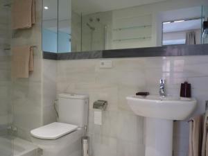 ALMIRANTE BONIFAZ 3, Apartments  Seville - big - 9