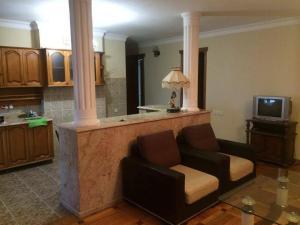 Apartment Khimshiashvili Street 27, Affittacamere  Batumi - big - 7