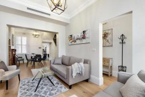 Glebe Modern 3 Bedroom House (98 STJ)