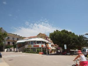 Capt.Krzanic, Apartments  Podgora - big - 3