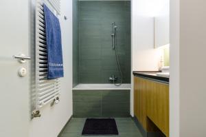 BalatonBee Apartman, Апартаменты  Балатонлелле - big - 9