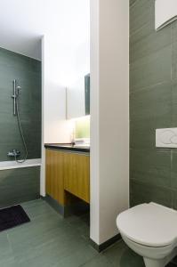 BalatonBee Apartman, Апартаменты  Балатонлелле - big - 12