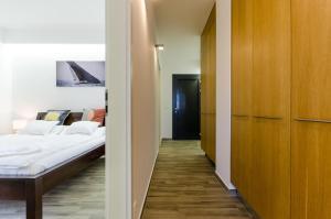 BalatonBee Apartman, Апартаменты  Балатонлелле - big - 13