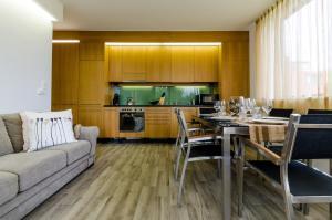 BalatonBee Apartman, Апартаменты  Балатонлелле - big - 14