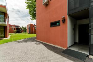 BalatonBee Apartman, Апартаменты  Балатонлелле - big - 16