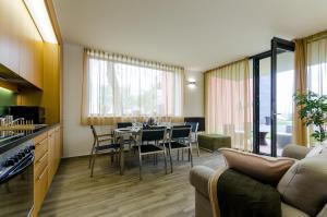 BalatonBee Apartman, Апартаменты  Балатонлелле - big - 17