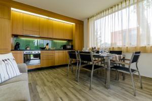BalatonBee Apartman, Апартаменты  Балатонлелле - big - 19