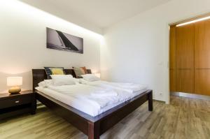 BalatonBee Apartman, Апартаменты  Балатонлелле - big - 20