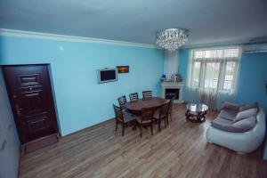apartment's jemal, Apartmány  Batumi - big - 11