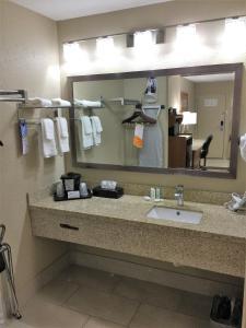Quality Inn & Suites Near White Sands National Monument, Отели  Alamogordo - big - 2
