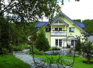 Eifelferien-Gaestezimmer-Haus-Eden