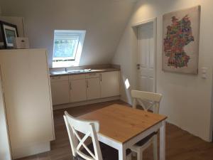 Huus-Windroos-Wohnung-2, Apartments  Ditzum - big - 2