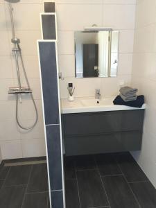 Huus-Windroos-Wohnung-2, Apartments  Ditzum - big - 9