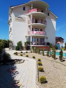 Гостевой дом Альпийский двор - фото 1