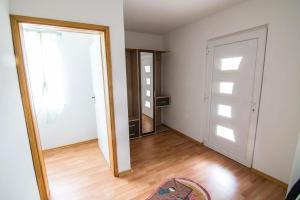 Black Swan Apartment - фото 4