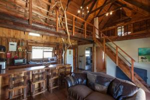 A Log Home at Buffalo Creek