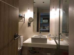 Condo Suite at Pico de Loro, Apartmány  Nasugbu - big - 8
