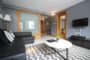 Temple Bar Dublin City Apartments by TheKeyCollection.