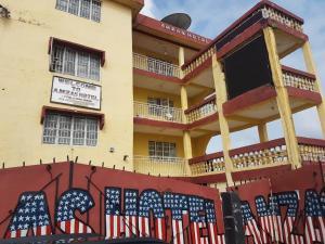 Amzas Hotel