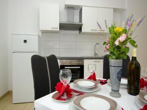 Apartments Vesela, Apartments  Janjina - big - 72