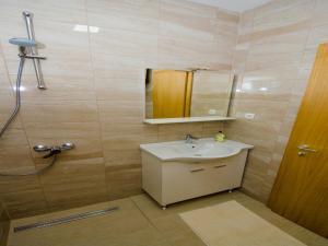 Apartments Vesela, Apartments  Janjina - big - 71